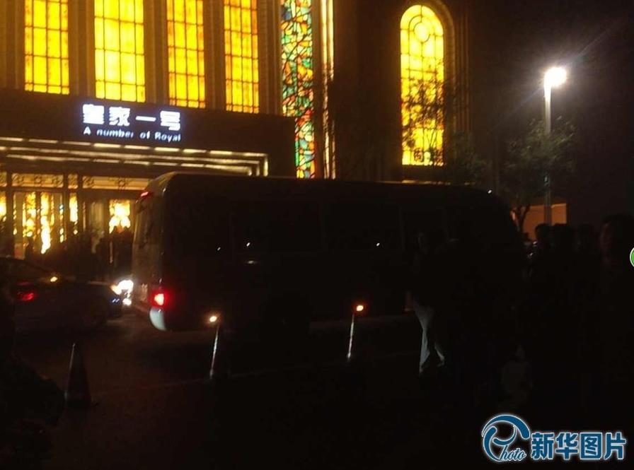 """...南省公安厅依法对郑州\""""皇家一号\""""国际娱乐会所进行查处."""