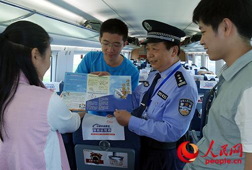 各地铁路警方认真分析管内毒品犯罪情况 不断完善站车查缉毒品网络