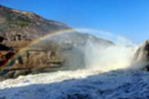 黄河壶口瀑布彩虹