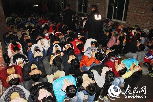 天津大港警方清晨出击 二百余人传销课堂被端