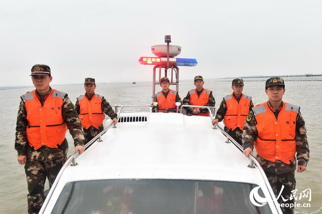 福建海警春节坚守护安宁