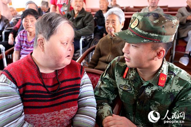 上海海警31101舰官兵慰问敬老院老人