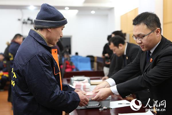 王宇新 牟文洁 摄