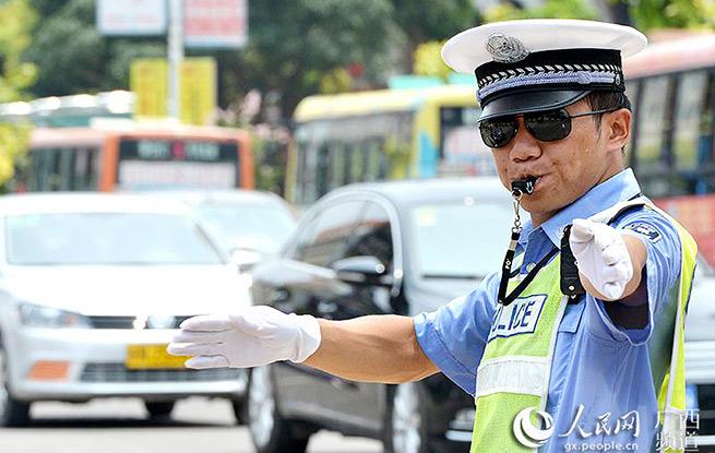 交警执法状况调查:如何撕掉易受伤高危职业标签?