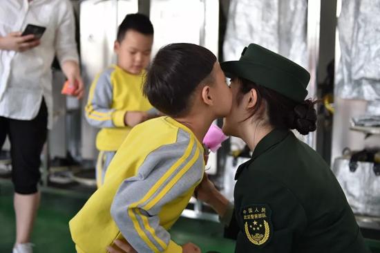 """新疆消防总队举行消防""""亲子游""""活动"""