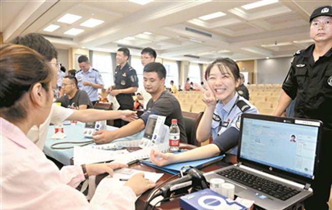 杭州女民警自制短视频揭秘诈骗套路