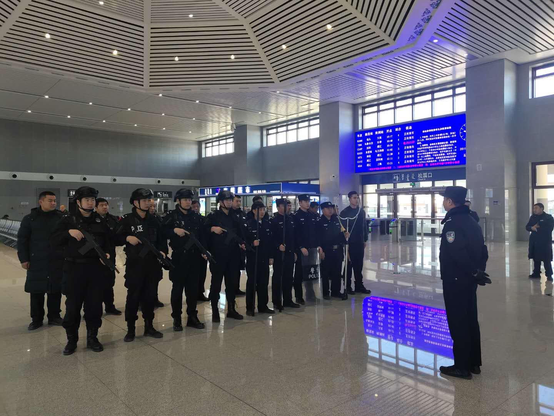 内蒙古通辽铁路警方联合地方公安护航春运