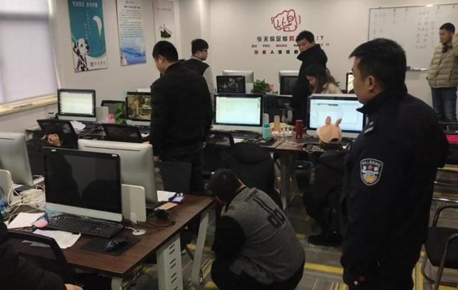 浙江22名电信诈骗嫌疑人被押回浦江