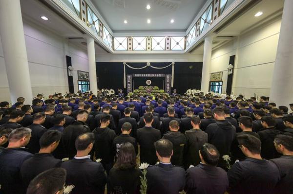 22岁消防员营救群众时牺牲千人送别刘磊烈士