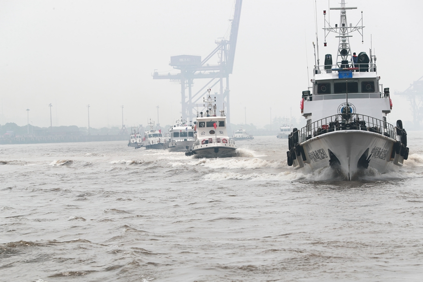 长江流域非法捕捞高发水域同步巡查执法行动启动(摄影:张建鑫 )