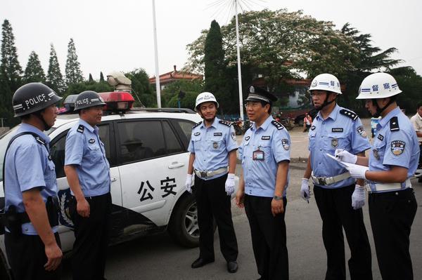 组图:山东省胶南市公安局严管警车(5)